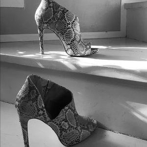 BCBGmaxazira snakeskin shoes - pristine 🔆